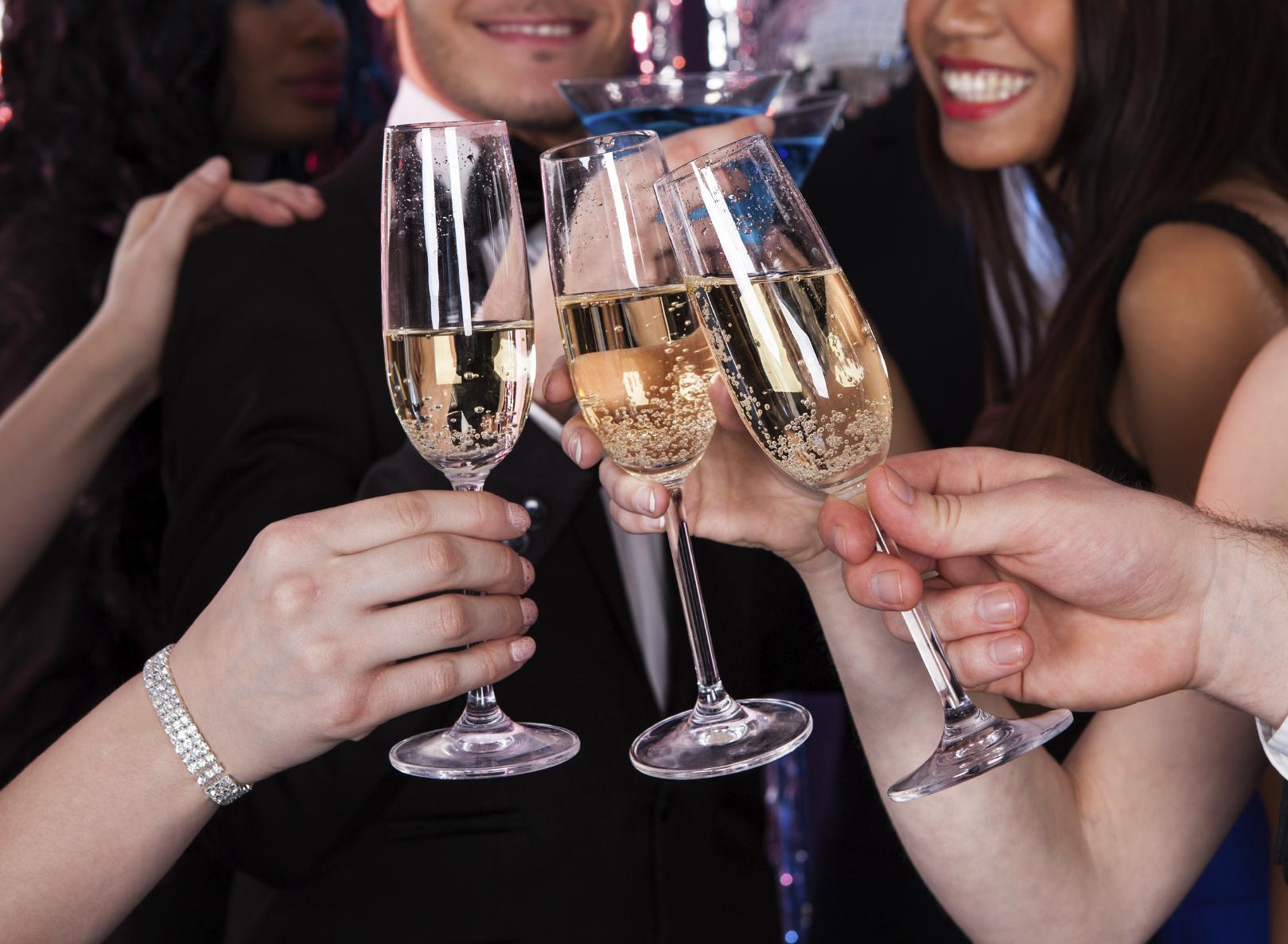 Laden Sie ihre besten Freunde ein, denn gute Gesellschaft ist die Grundvoraussetzung für eine gelungene Party!