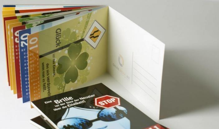 Möchten Sie öfters Post von ihren Freunden bekommen? Dann verschenken Sie doch einen Postkartenkalender.
