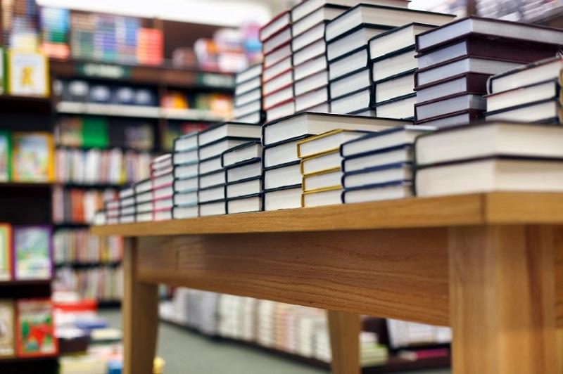 Bücher auf Ladentisch