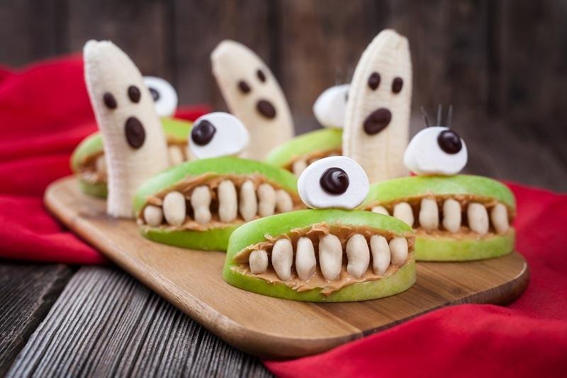 essbare Halloween Monster aus Äpfel und Bananen