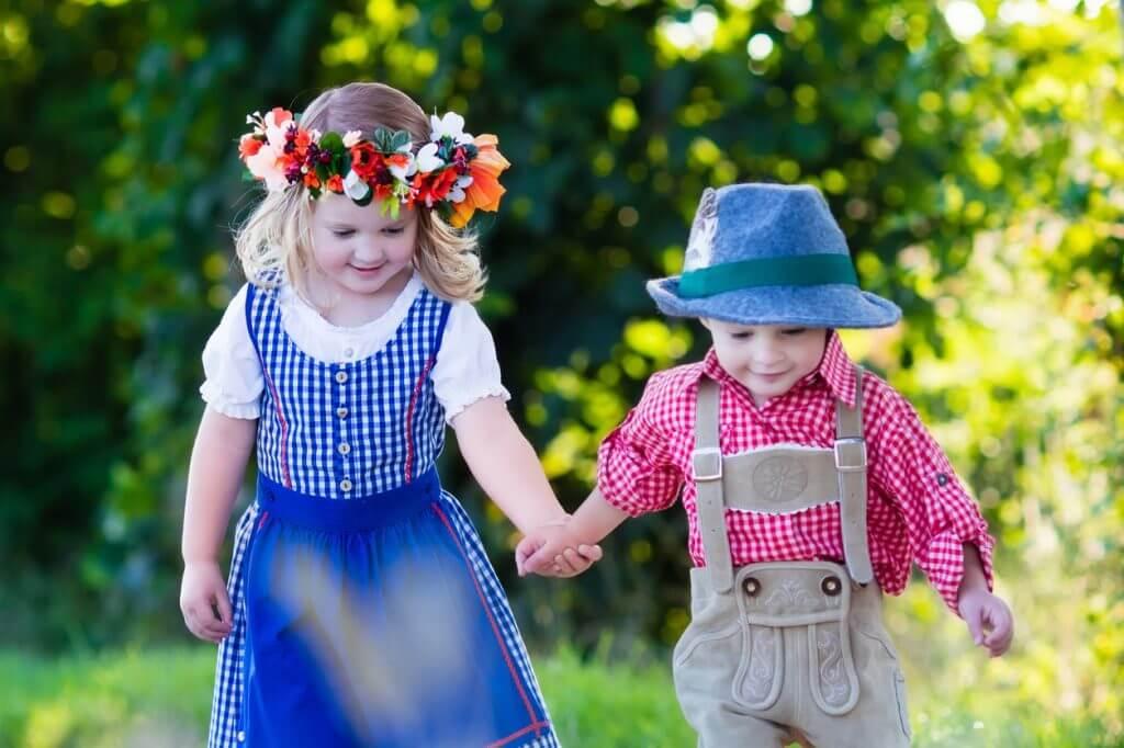 Kinder in Dirndl und Lederhose - Kalenderblatt für den September