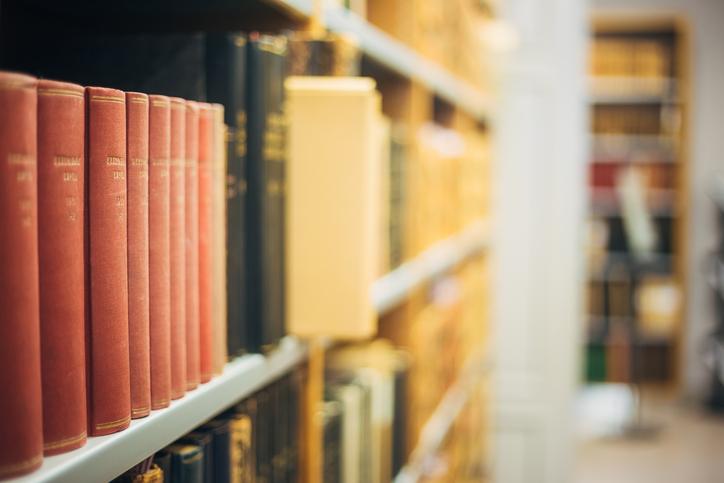 Recherche für die Firmenchronik im Archiv einer Firma