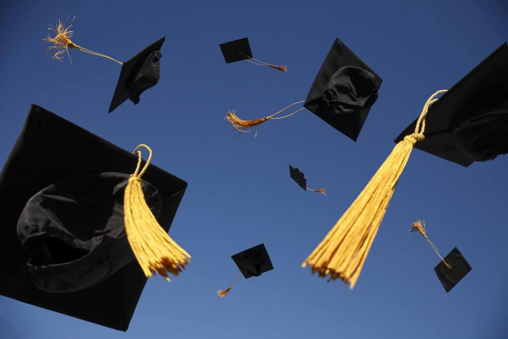 Abschlusshüte zum Abitur