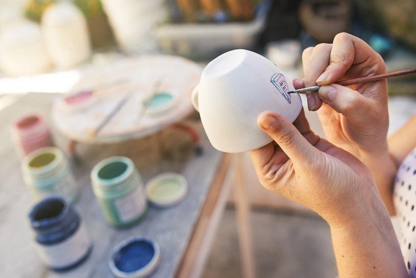 Tassen kreativ gestalten: 3 ausgefallene DIY-Ideen zum Nachmachen