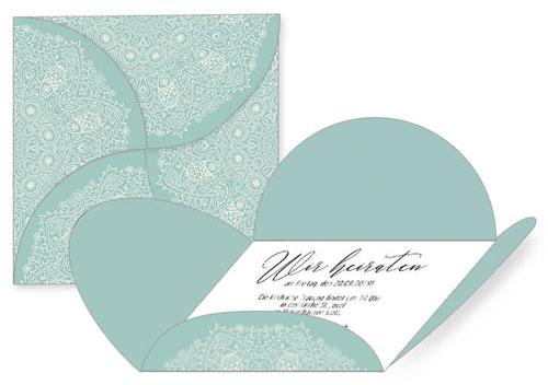 Hochzeitseinladung mit Umschlag in Blütenform