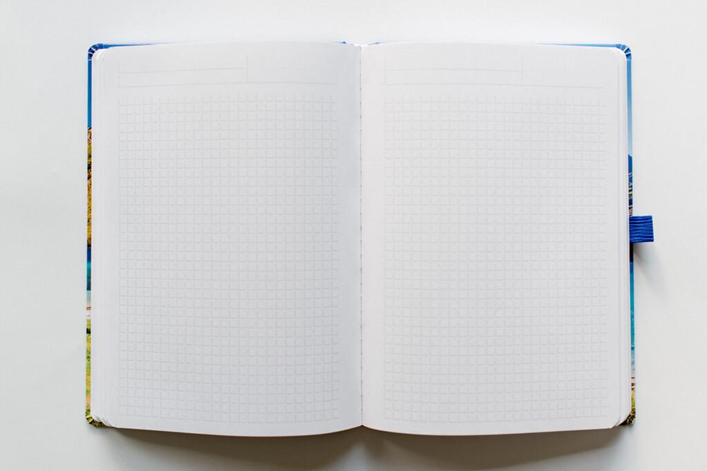 Notizbuch offen Karo runde Ecken